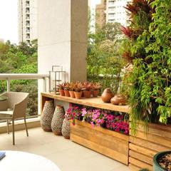 Terrace by Eduardo Luppi Paisagismo Ltda., Eclectic