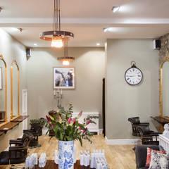 Espacios comerciales de estilo  por SWM Interiors & Sourcing Ltd