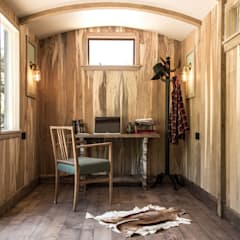 Railway Carriage:  Study/office by Mungo & Betsy