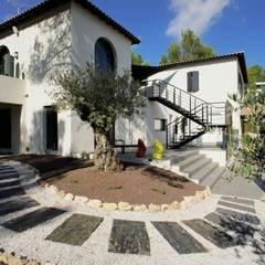 Rénovation et décoration d'une villa au Nord de Montpellier, Parcs des Vautes: Jardin de style  par LEWISA home