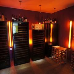Rénovation et décoration d'une villa au Nord de Montpellier, Parcs des Vautes: Cave à vin de style  par LEWISA home
