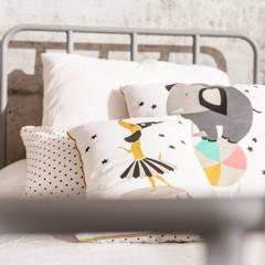 Cojines y ropa de cama para decorar dormitorios infantiles : Dormitorios infantiles de estilo industrial de BEL AND SOPH