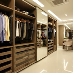 Dressing room by Arquitetura e Interior,