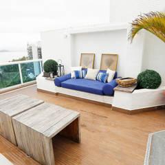 Mayra Lopes Arquitetura | Interiores의  베란다, 휴양지