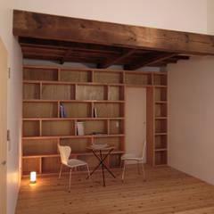 Oficinas de estilo  por ワダスタジオ一級建築士事務所 / Wada studio