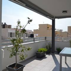 Casa Victor & MªJosé: Terrazas de estilo  de Mireia Cid