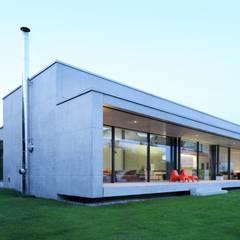 Haus S: moderne Häuser von Schenker Salvi Weber