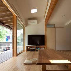 和の中心の家: 田中ナオミアトリエが手掛けたダイニングです。