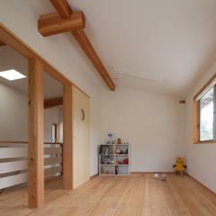 和の中心の家: 田中ナオミアトリエが手掛けた子供部屋です。
