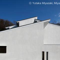 渡り廊下と屋根上デッキの家・外観1: 宮崎豊・MDS建築研究所が手掛けた家です。,モダン