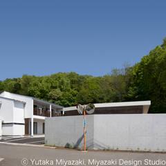 渡り廊下と屋根上デッキの家・外観2: 宮崎豊・MDS建築研究所が手掛けた家です。,モダン
