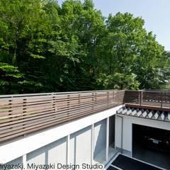 渡り廊下と屋根上デッキの家・渡り廊下: 宮崎豊・MDS建築研究所が手掛けた家です。,モダン