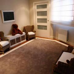 Decoración interior de duplex acogedor, Sube Susaeta Interiorismo - Sube Contract: Habitaciones de niñas de estilo  de Sube Susaeta Interiorismo