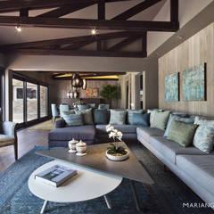 Laurel: Salas de estilo  por MARIANGEL COGHLAN