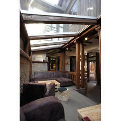 LE XX, BAR À VINS – STRASBOURG: Restaurants de style  par SPICE Architecture d'intérieur