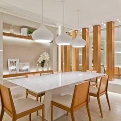 Casa Cor PR 2013 : Salas de jantar  por Rolim de Moura Arquitetura e Interiores