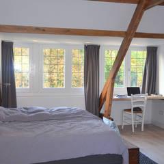 master bedroom: landelijke Slaapkamer door Boks architectuur