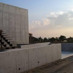 .: 有限会社 アルケ・スナン建築研究所が手掛けたテラス・ベランダです。,インダストリアル