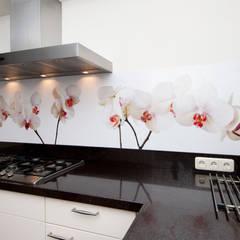 """Keuken achterwand """"Phalaenopsis"""" op Pimp Superior materiaal: rustieke & brocante Keuken door PimpYourKitchen"""