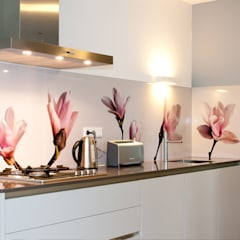 """""""Flower power"""" op de keuken achterwand. Moderne keukens van PimpYourKitchen Modern"""