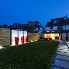 Night time in the Garden GK Architects Ltd OgródOświetlenie