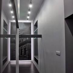 Single loft -- Lofty u Scheiblera, Łódź -- weloftdesign.com Nowoczesny korytarz, przedpokój i schody od WE LOFT DESIGN Nowoczesny