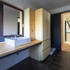 アルプスを臨む家: Egawa Architectural Studioが手掛けた浴室です。