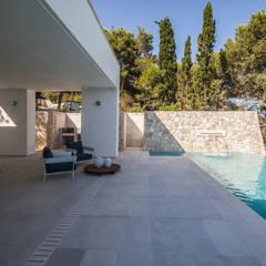 Villa Ciano: Piscina in stile  di sebastiano canzano architetto