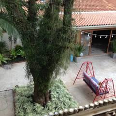 Projeto Lá nos Fundos Espaço de Eventos: Hospitais  por Casa Nova Paisagismo