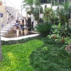 Espaço integrado de artes: Espaços comerciais  por A Varanda Floricultura e Paisagismo