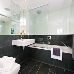 浴室 by In:Style Direct , 現代風