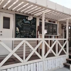 餐廳 by 有限会社 八幡工業 ナチュラワイズ, 隨意取材風