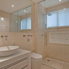 Apartamento Marrocos: Banheiros modernos por Designer de Interiores e Paisagista Iara Kílaris