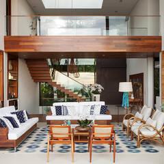 Living - Pé Direito Duplo : Salas de estar  por Infinity Spaces
