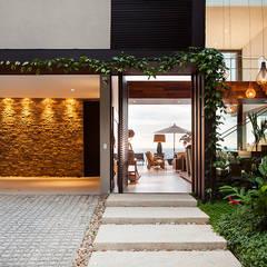 Hall de Entrada : Casas modernas por Infinity Spaces
