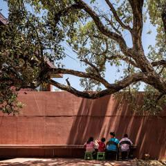 Casa com Três Pátios Miguel Marcelino, Arq. Lda. Casas modernas