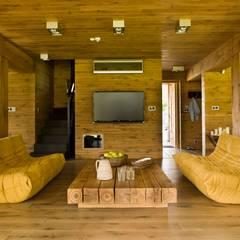 Nowy Dom Mazurski nad jeziorem: styl , w kategorii Salon zaprojektowany przez CUBICPROJEKT