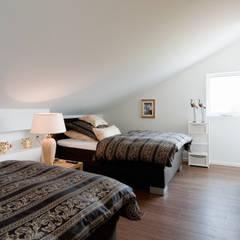 Schlafen: tropische Schlafzimmer von Architektur Jansen
