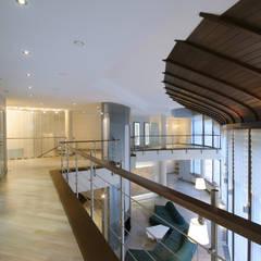 Галерея на втором этаже ORT-interiors Коридор, прихожая и лестница в стиле минимализм