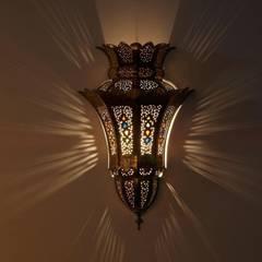 Mosiężna lampa ścienna IBTISSAM: styl , w kategorii Miejsca na imprezy zaprojektowany przez DomRustykalny.pl