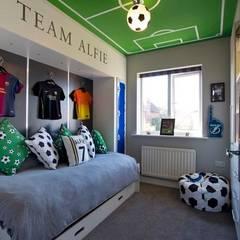 FOOTBALL BEDROOM FOR 360 INTERIOR DESIGN:  Bedroom by COOPER BESPOKE JOINERY LTD