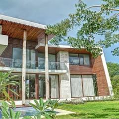 Casas de estilo  por Ancona + Ancona Arquitectos, Tropical