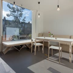House of Trace:  Dining room by TSURUTA ARCHITECTS