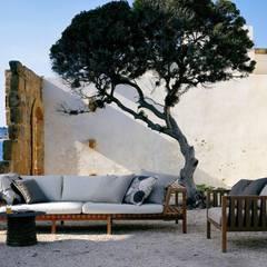 Salon de jardin MISTRAL by RODA: Jardin de style  par JARDINCHIC.COM
