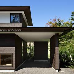024軽井沢Hさんの家: atelier137 ARCHITECTURAL DESIGN OFFICEが手掛けたガレージです。