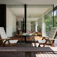024軽井沢Hさんの家: atelier137 ARCHITECTURAL DESIGN OFFICEが手掛けたテラス・ベランダです。,クラシック