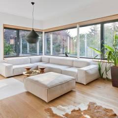 Haus HAD:  Wohnzimmer von Sue Architekten ZT GmbH