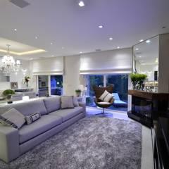 Elegante casa em condomínio: Salas de estar  por Tania Bertolucci  de Souza  |  Arquitetos Associados,