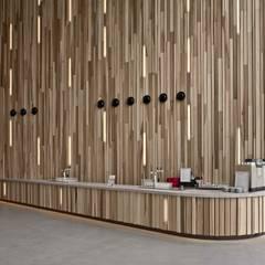 Massief houten systemen:  Exhibitieruimten door Derako International B.V.