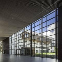 Massief houten grill systeem:  Ziekenhuizen door Derako International B.V.